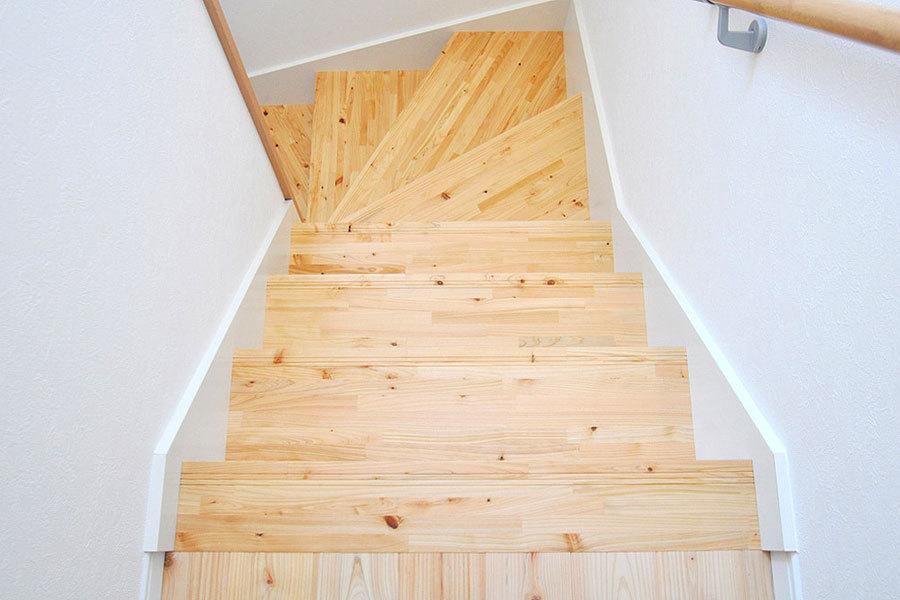 阿波桧 無垢階段材 施工例