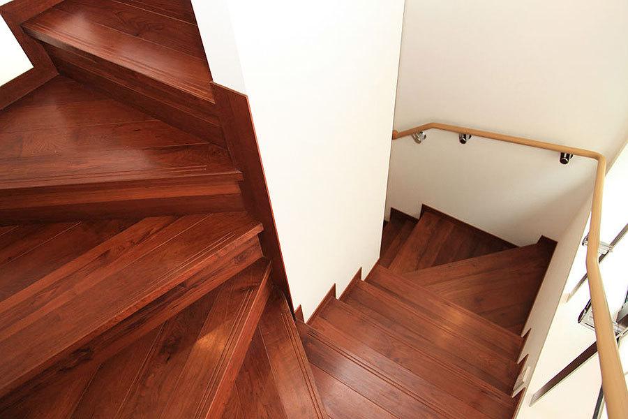 アンバーメイプル 無垢階段材 施工例