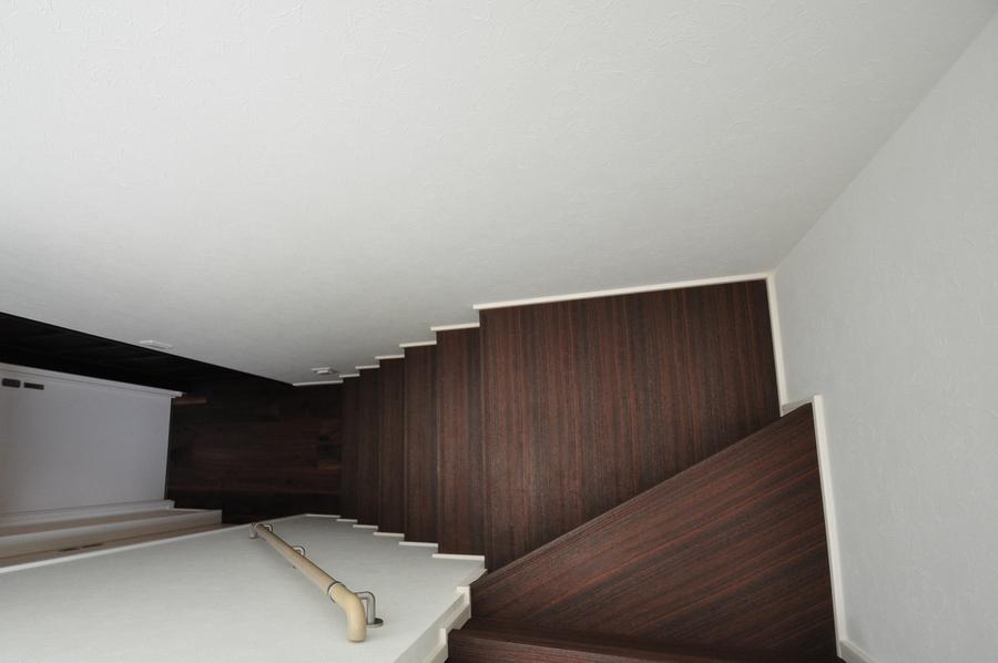 ブラックウォールナット 無垢階段材 施工例