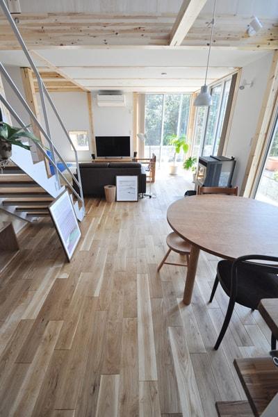 北海道産ナラ無垢フローリングのリビング施工事例