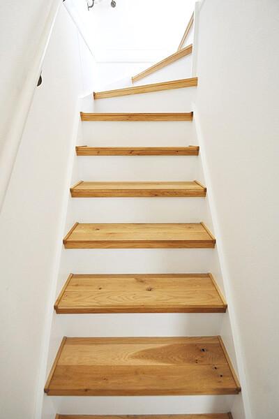 北海道産ナラ 無垢階段材 施工例