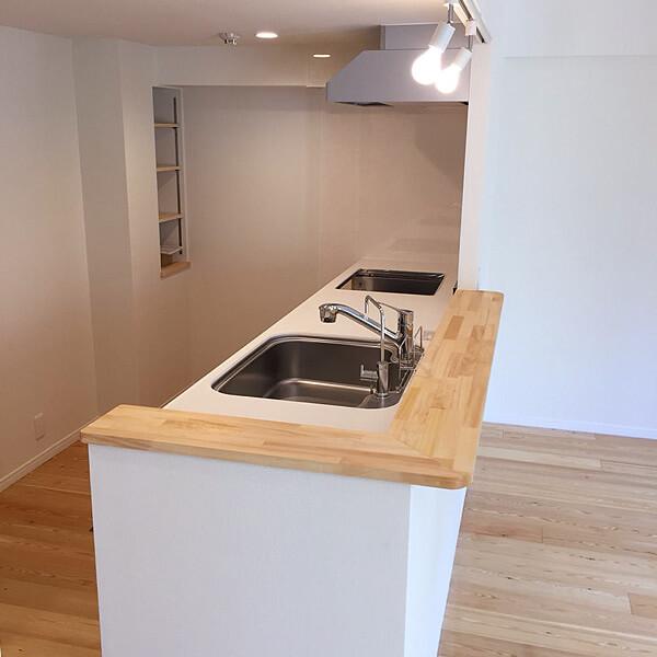 ノーザンラーチ無垢フローリングのキッチン施工事例