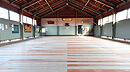 剣道場 霧島赤松 フローリング 画像 手入れは剣道場床専用オイル