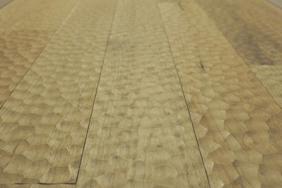 品番:SW-12-yuragi-180910 東京都 無垢 シベリアン ウォールナットフローリング施工画像 なぐり加工ゆらぎ 節有 羽目板 床暖房 広葉樹木材の銘木 90mm巾x15mm厚 10枚入り
