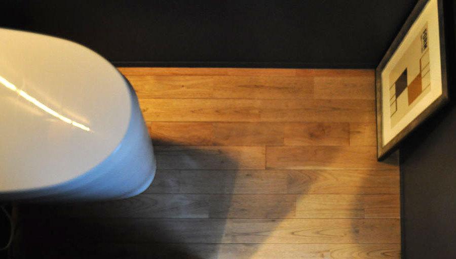 品番:SW-21-121129 大阪府 無垢 シベリアン ウォールナットフローリング施工画像 オスモ オイルワックス塗装 UNI継ぎ 節有 羽目板 床暖房 広葉樹木材の銘木 130mm巾x15mm厚 7枚入り