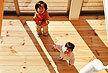 東京都 無垢 テーダ ボルドーパイン  フローリング施工画像 針葉樹木材 品番:TD-01 オスモ オイルワックス塗装仕上げ 節有 ウォールナット着色 幅広 框材 200mm巾x20mm厚 4枚入り