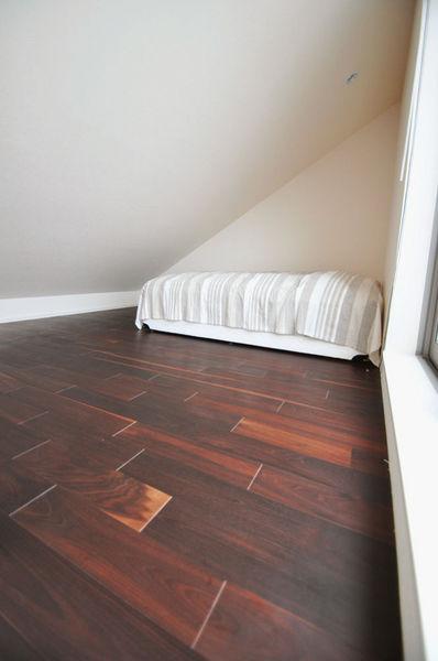 広葉樹 ウォールナットモカフローリング[品番:WM-01]サイズ 乱尺x120mm巾x15mm厚 ベッドルーム