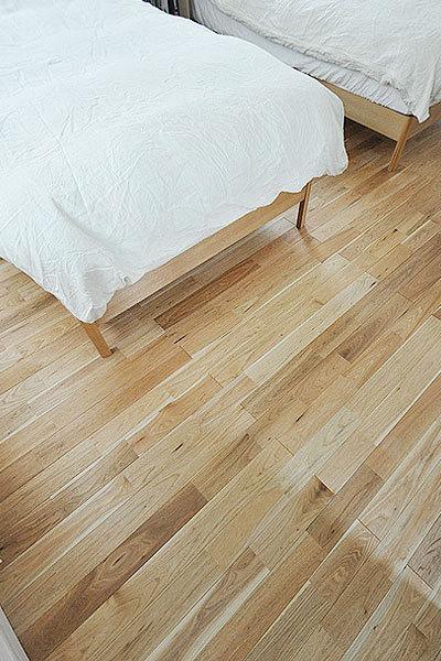 品番:SW-20-140802 シベリアン ウォールナット フローリング施工画像 寝室
